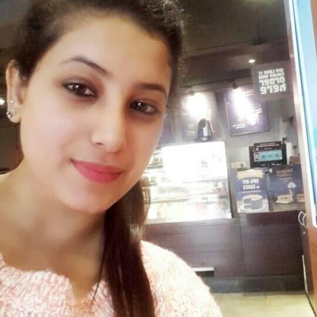 Saloni arora @Cafe Coffee Day, Kamla Nagar, New Delhi